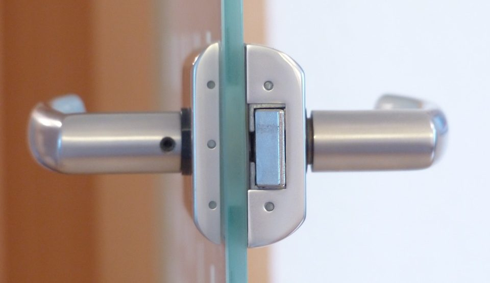 Drzwi szklane nie tylko do wnętrz biurowych
